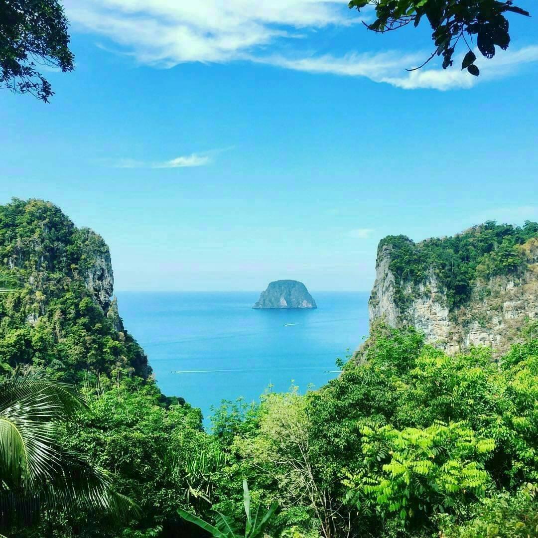 จุดชมวิวหลักล้าน เกาะมุก ตรัง ตามมาชิลกันที่หาดสวย ทะเลใส เพื่อพักผ่อนเที่ยว ท่ามกลางทะเลวิวสวยๆ